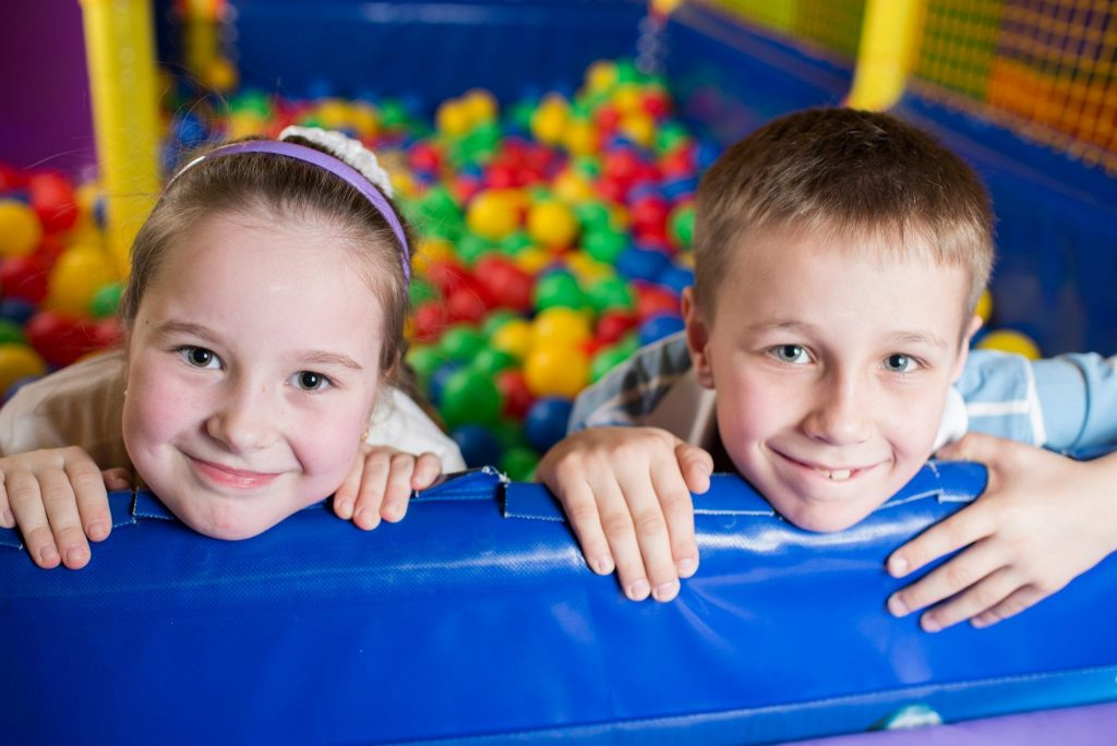 kids_in_adventure_play_centre_ball_pit